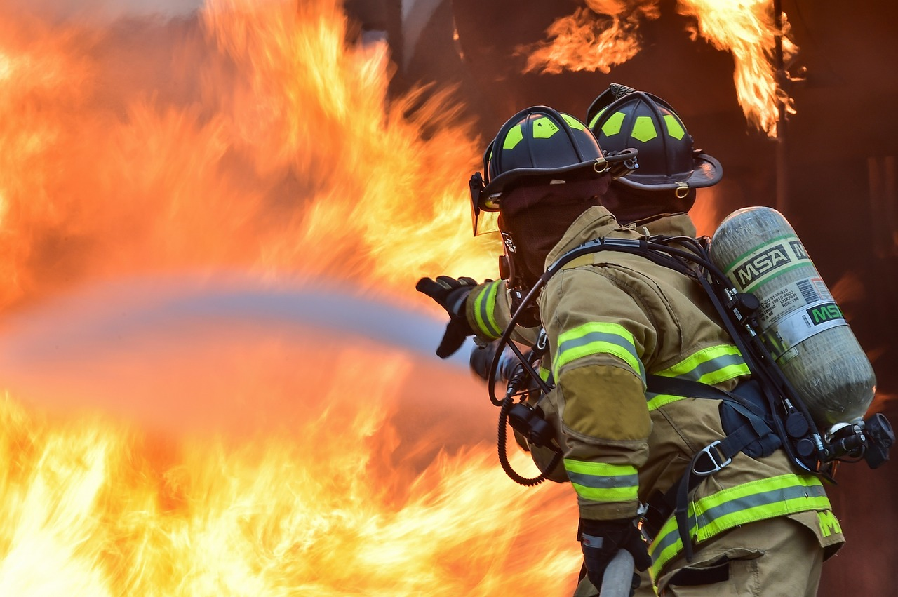 firefighters-1717916_1280